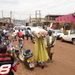09_05_Kampala_carrying_3